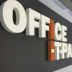 Skylt med 3D-frigolite-bokstäver till OFFICE IT-PARTNER Bromma Stockholm